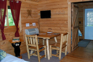 Bear-Den-Table-Chairs-Silver-Cliff-Campground
