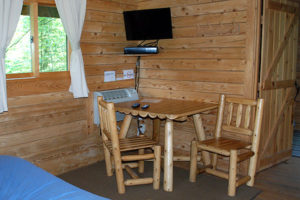 Eagles-Nest-table-chairs-Silver-Cliff-Campground